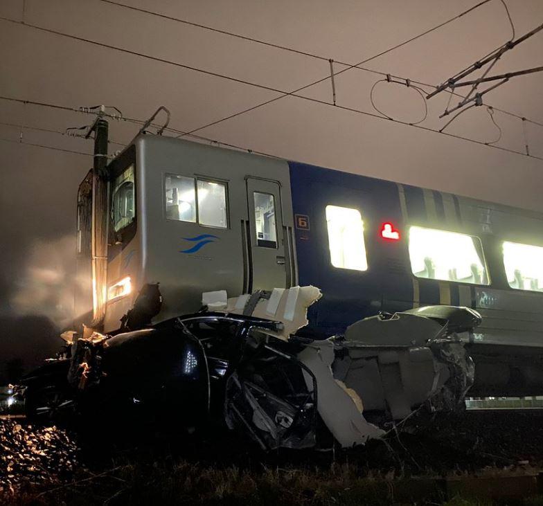 香西駅~鬼無駅間(予讃線)で踏切事故 車両と車が衝突 画像・動画まとめ